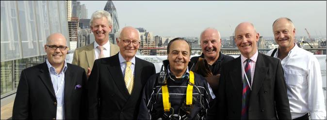فرشاد مهجور نیکوکارایرانی از برج «شارد» لندن پائین آمد