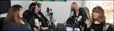 مصاحبه اختصاصی با دو خواهر هنرمند وموفق درجامعه امریکا مژگان وکتی ملامد در رادیو جوانان
