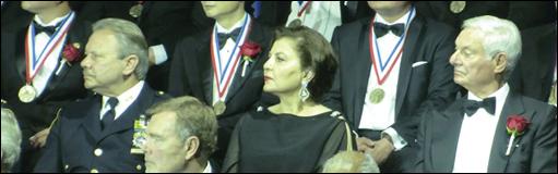 مدال افتخار معتبر الیس آیلند برای روزنامه نگار، کوشنده حقوق بشر و فعال خیرخواه ایرانی، هما سرشار