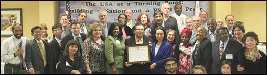 بخاطر خدمات همیشگی او اهدا شد Sheriff Lee Baca در 15 و 16 نوامبر در لس آنجلس طی مراسم ویژه ای جوایز و یا تقدیرنامه های ارزشمندی به