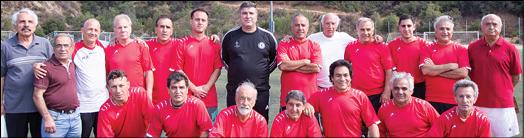 بازی فوتبال دوستانه به احترام پیشکسوتان